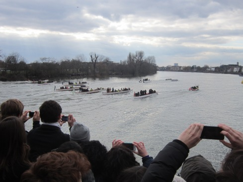 Watching the Oxbridge boat race from Hammersmith bridge